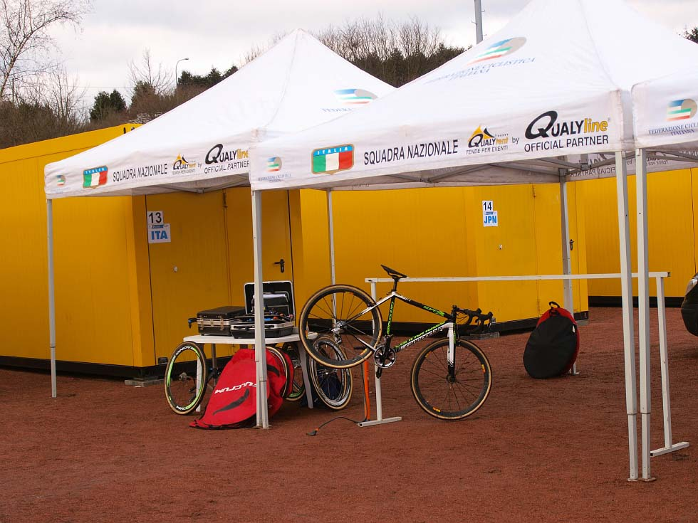Each nation is assigned pit space at the event. © Jonas Bruffaerts