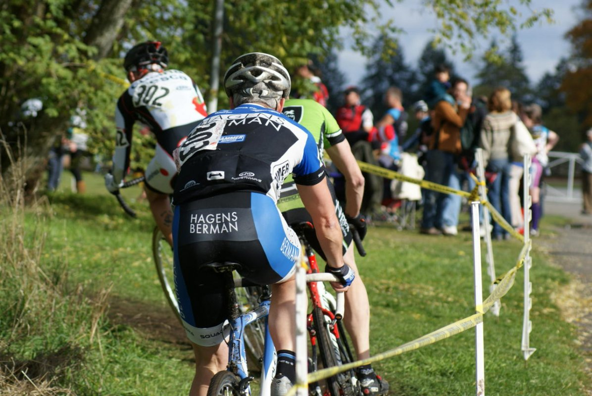 Masters 1/2 racers work their way into the barn area © Kenton Berg