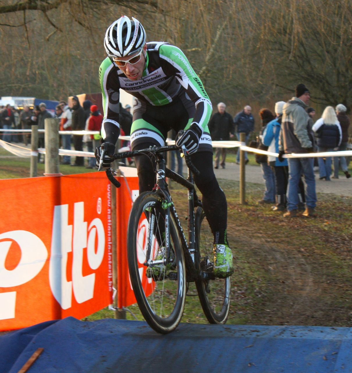 Jeremy Powers heads for the sand - Sint Niklaas, Belgium, January 2, 2010.  ? Dan Seaton