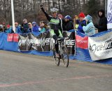 Powers salutes the win ©Natalia Boltukhova | Pedal Power Photography | 2010