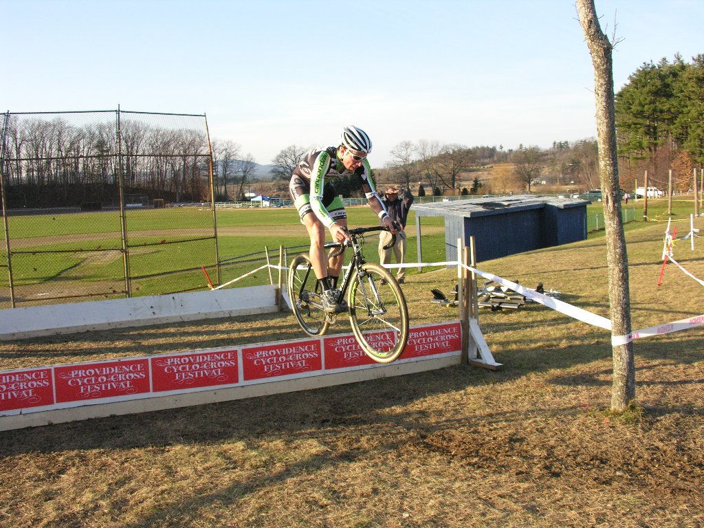 Jeremy Powers bunny-hops the barriers ? Paul Weiss Photo/Video