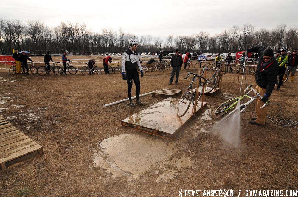 Long lines at the cleaning station await riders post race. ©Steve Anderson