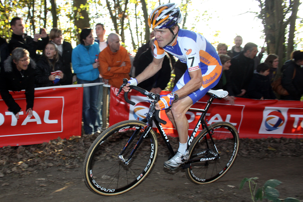 Bart Aernouts would attack several times in the race. ©Bart Hazen