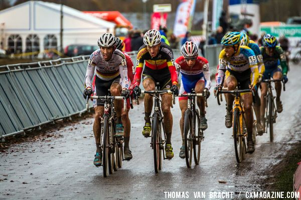 Leaders on the start/finish (WALSLEBEN, VANTORNOUT, VAN DER HAAR & MEEUSEN)