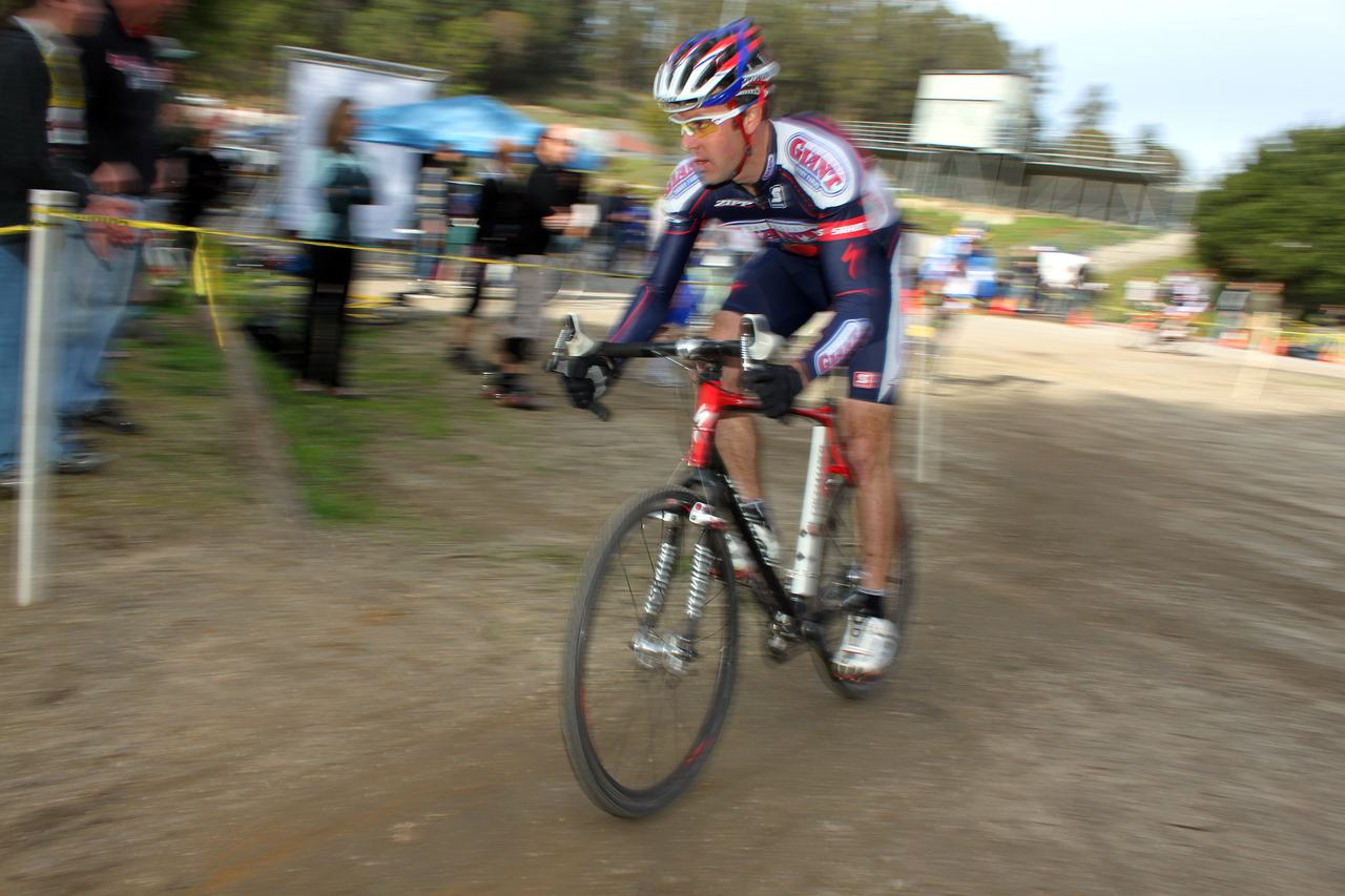 Justin Robinson grabbed the holeshot. Surf City Cyclocross Series Finale, Aptos High School, 1/10/10. ? Cyclocross Magazine