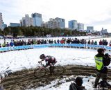 Takenouchi powers through the sandy course on the sunny afternoon after a record setting blizzard hit Tokyo at Tokyo Cyclocross. © 辻啓/Kei TSUJI