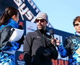 Tim Johnson helping announcers at Tokyo Cyclocross. © 辻啓/Kei TSUJI