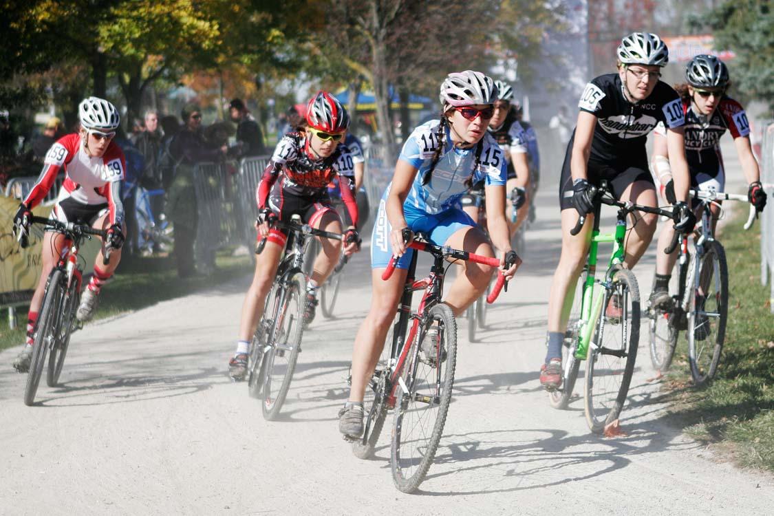The Elite women\'s start - chasing already. ? Mike Clark