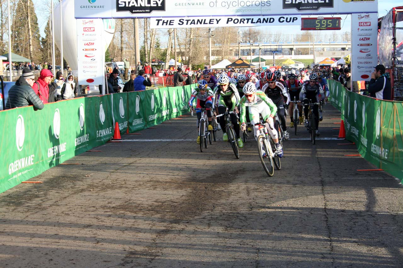 Luke Keough takes the early lead, with Jeremy Powers coming up fast © Josh Liberles