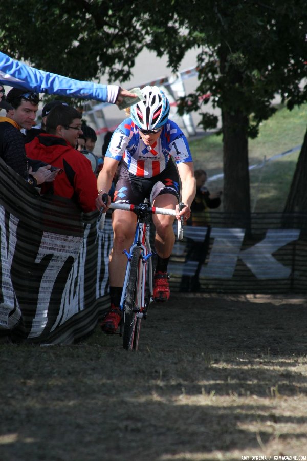 Katie Compton in the lead on the first lap, ignores a dollar hand up. © Amy Dykema