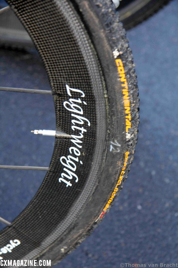 Lightweight wheels wrapped with Continental Cyclocross tubular tires are both relatively rare on the cyclocross scene. ©Thomas van Bracht