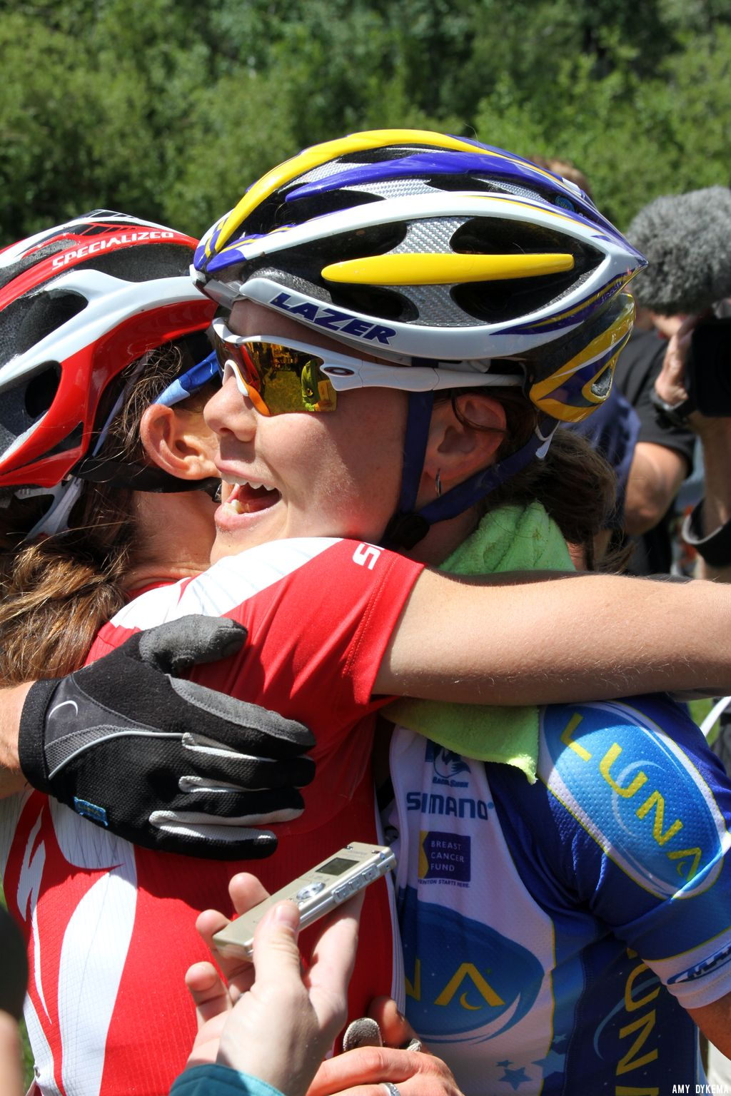 Lea Davison and Georgia Gould congratulating each other. ©Amy Dykema