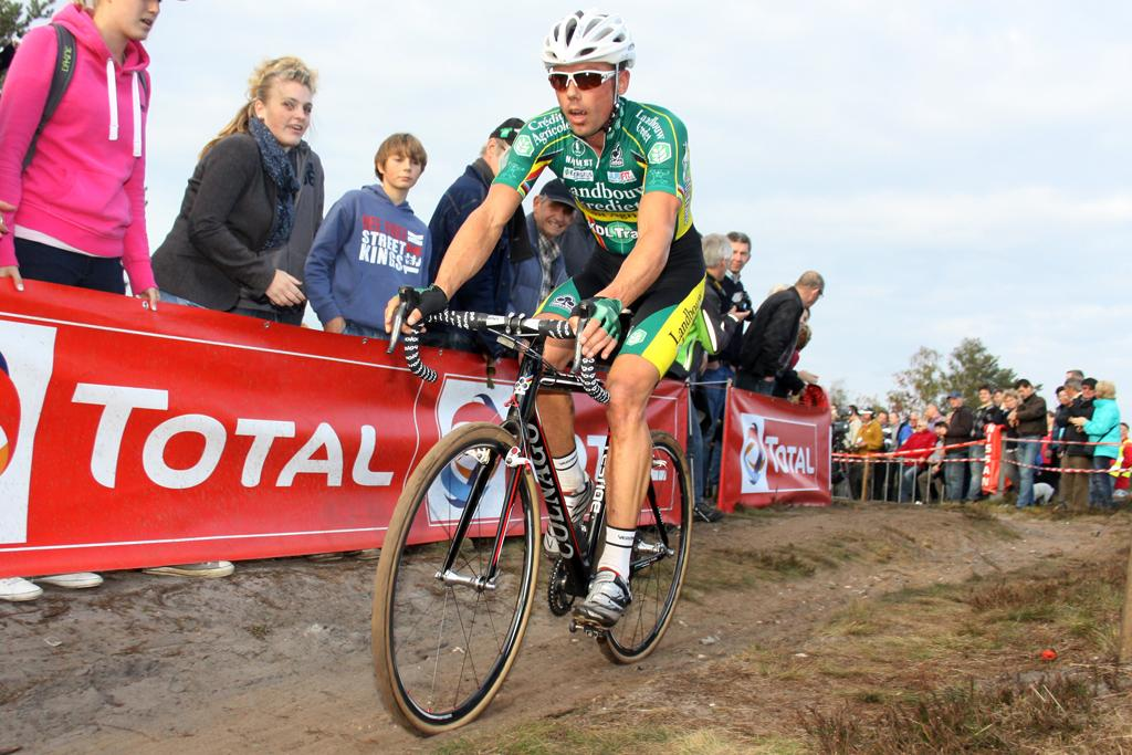 Sven Nys chased hard and finished 26 seconds behind Albert.  © Bart Hazen