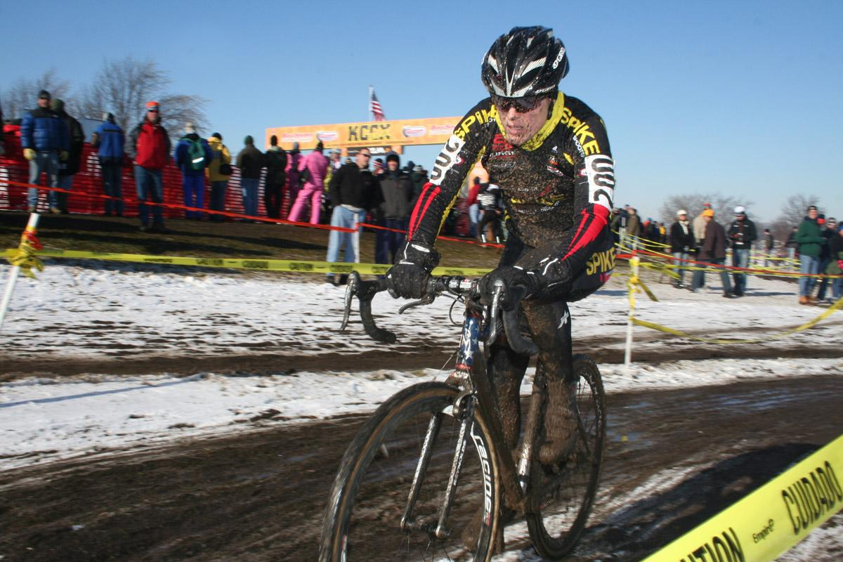 Katie Compton racing to her fourth elite cyclocross national championship, Kansas City, 2007. © Cyclocross Magazine