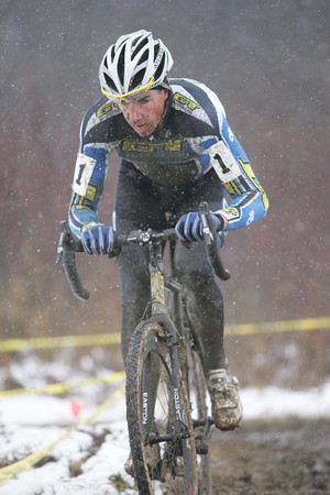 Todd Wells solos to win Jingle Cross Day 2. Snow made the course challenging for Day 2. © Steve Fry
