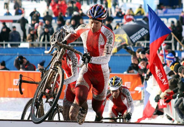 The Polish Szczepaniak brothers dominated the U23 World Championship race in Tabor.