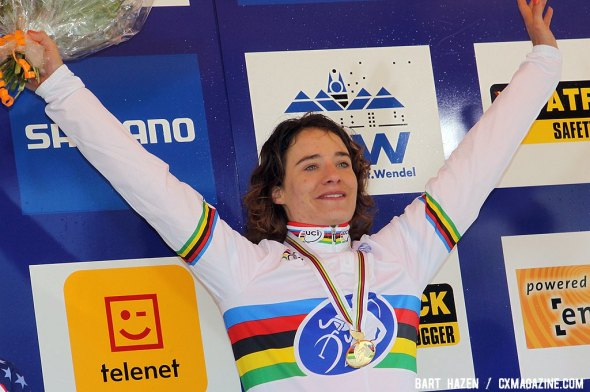 Marianne Vos wins her third consecutive world title in Saint Wendel
