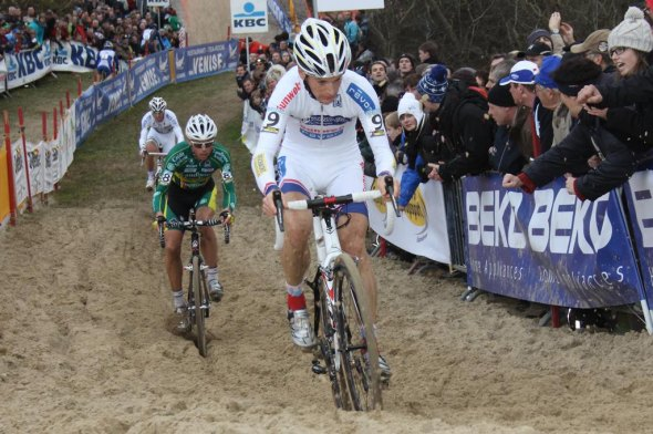 Pauwels leads Nys through the sand. © Bart Hazen