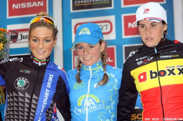 Podium of the Hamme-Zogge race (from L. to R.): Pauline Ferrand Prevot, Daphny van den Brand and Sanne Cant.