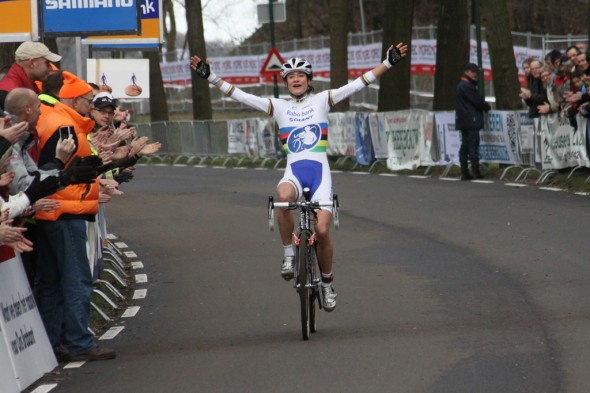 Marianne Vos wins the 2012 Dutch National Championships.