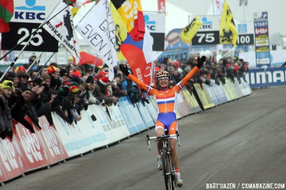 Marianne Vos wins again at the 2012 World Championships. ©Bart Hazen