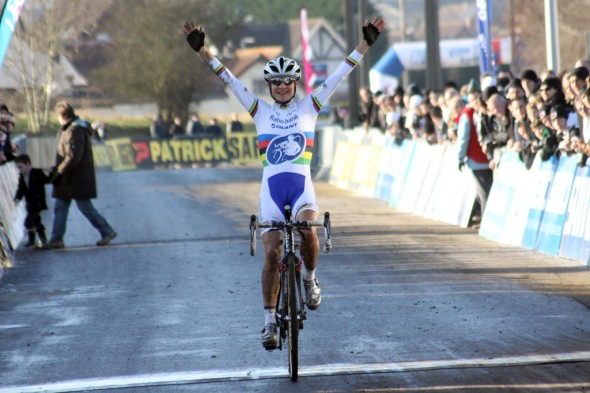 Marianne Vos took the win at Lieven. ©Bart Hazen