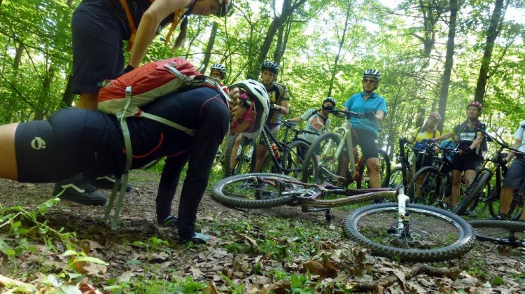 Showing proper techniques in a unique way at DirtFest. Cyclocross Magazine