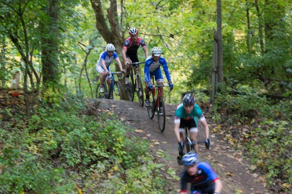 The Elite Men's Field on the descent. © Kent Baumgardt