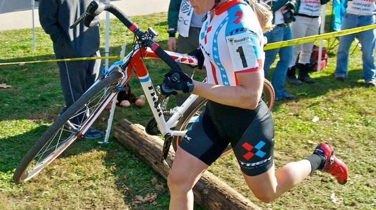 Compton over the logs at the Cincy3 Day 1 race. © Jeffrey_Jacucyk