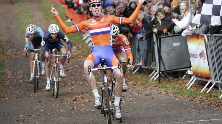 Mike Teunissen outsprints his rivals to win the 2012 European Championships © Bart Hazen