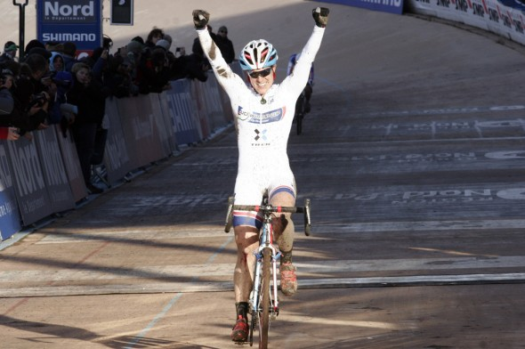Katie Compton overcame a number of crashes to win at Roubaix © Bart Hazen