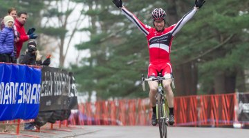 Milne takes the win, riding solo, at NBX Day 1. © Todd Prekaski