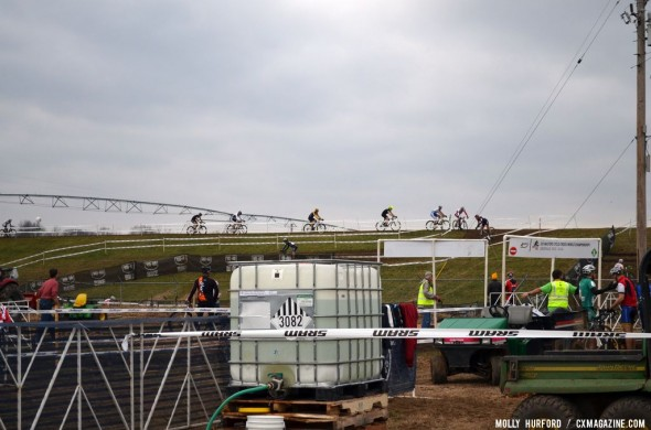 Even cloudy weather couldn't dampen racers spirits in the warm temperatures. © Cyclocross Magazine