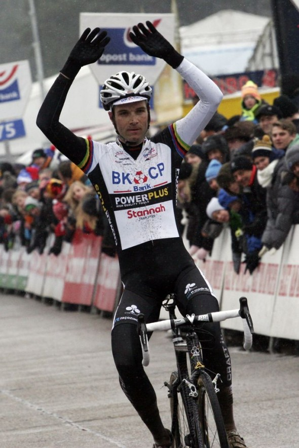 A relaxed Niels Albert takes the win at the last Trophy race of the season. © Bart Hazen
