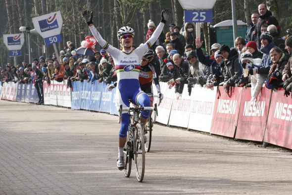 Vos outsprinted Sanne Cant for the win at Lille © Bart Hazen