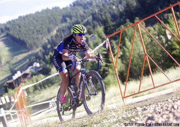 Caroline Mani (Raleigh Clement) pushing on the downhill to keep her last-lap lead. © Cathy Fegan-Kim