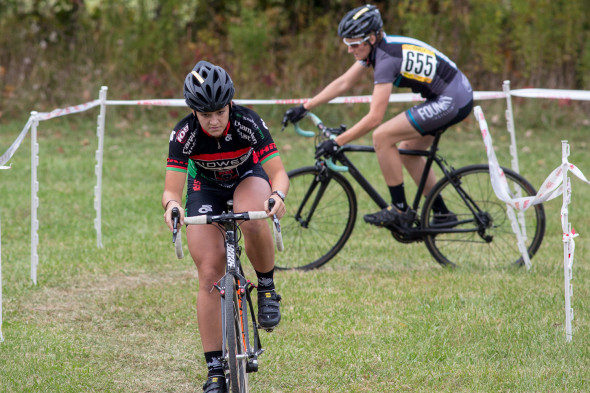 Dygert tries to hold off Woodring in the Women's Elite Race. © Kent Baumgardt