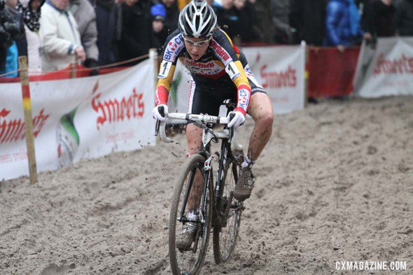 Sanne Cant working her way therough the sand. © Bart Hazen / Cyclocross Magazine