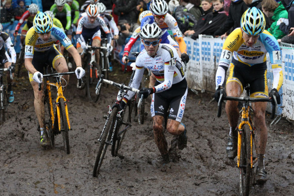 The men hit the mud at Hamme Zogge. © Bart Hazen