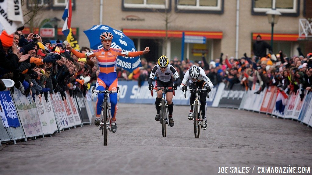 Marianne Vos will attempt to repeat this 2009 finish this year at the 2014 UCI Cyclocross World Championships in Hoogerheide, but on Saturday.