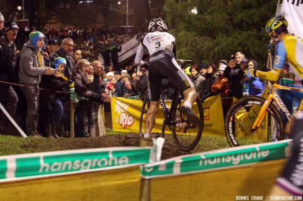 Quick remount before the descent at Diegem Superprestige. © Dennis Crane