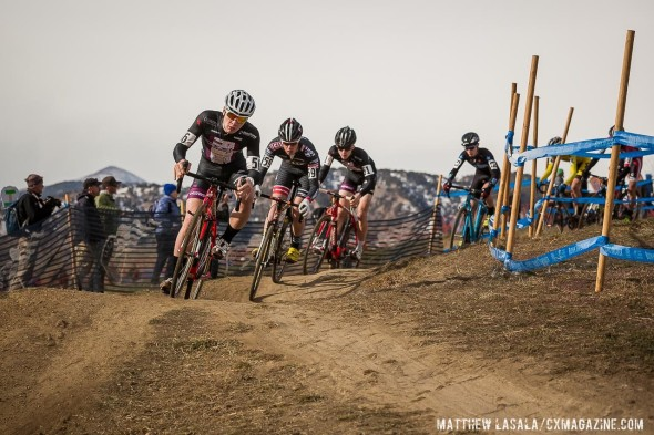 The first lap descent of the Junior Men. © Matthew Lasala