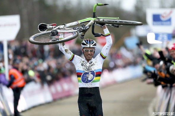 Sven Nys wins and salutes his bike for the second race in a row, only now it's a Trek, not a Colnago. © photopress.be