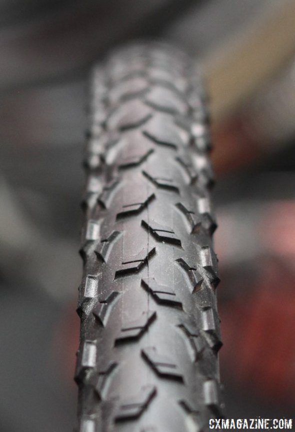 The Maxxis Mud Wrestler Tubeless Ready will come with EXO sidewall protection, a new boxy bead, and two casings (60 and 120 tpi). © Cyclocross Magazine