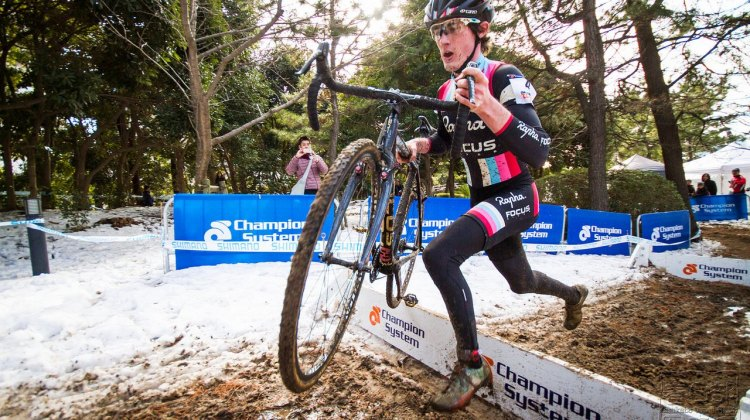 Zach McDonald slid through the mud, snow and sand of Tokyo to keep the title within the team. © Satoshi Oda