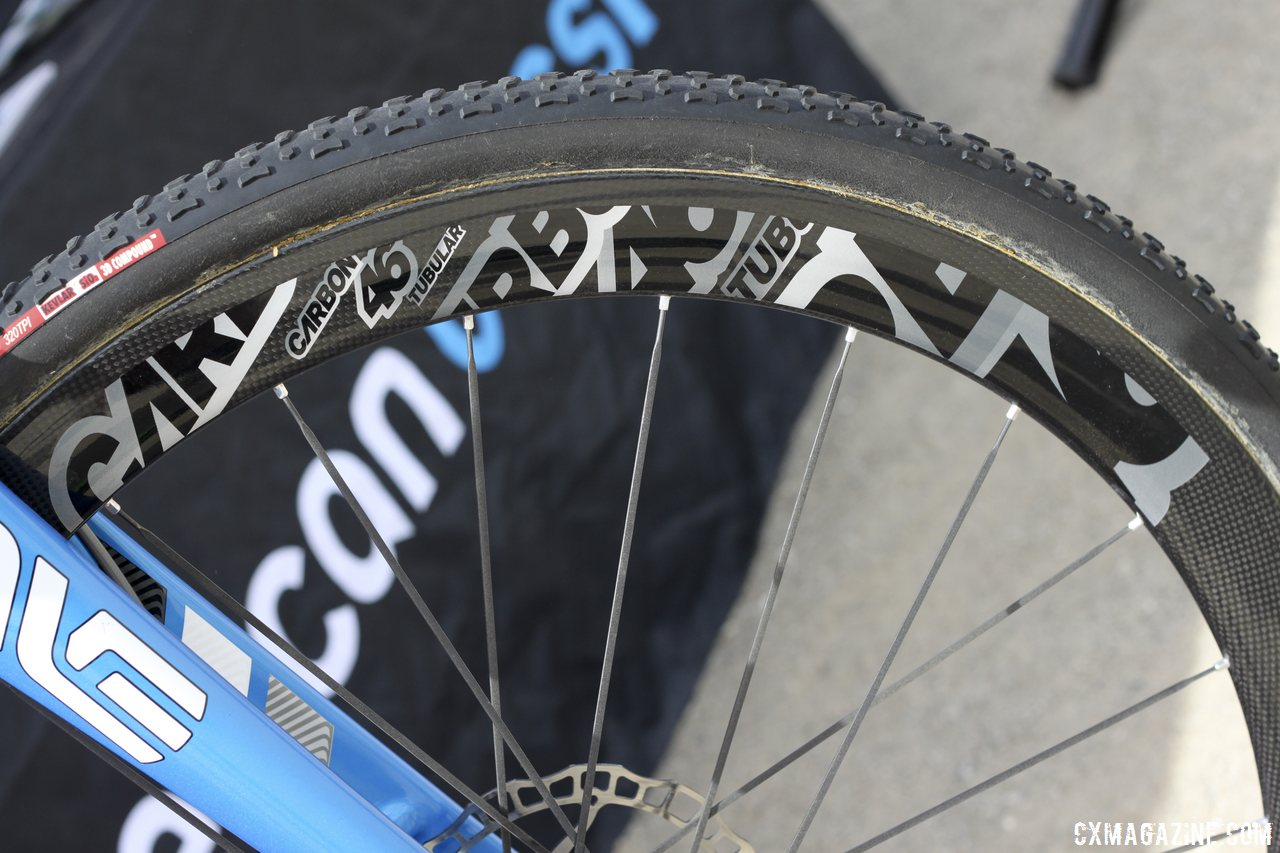 carbon-46-tubulars-come-in-disc-and-rim-brake-forms