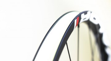 NoTubes' carbon Valor rim is 19.3mm deep, 26.4mm wide external, 21.3mm internal. © Cyclocross Magazine