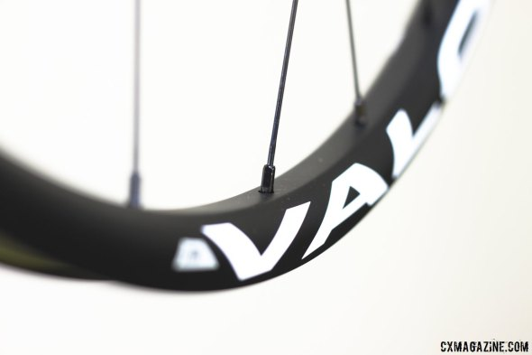 NoTubes' carbon Valor uses Sapim Laser spokes and Double Square Locking alloy nipples. © Cyclocross Magazine