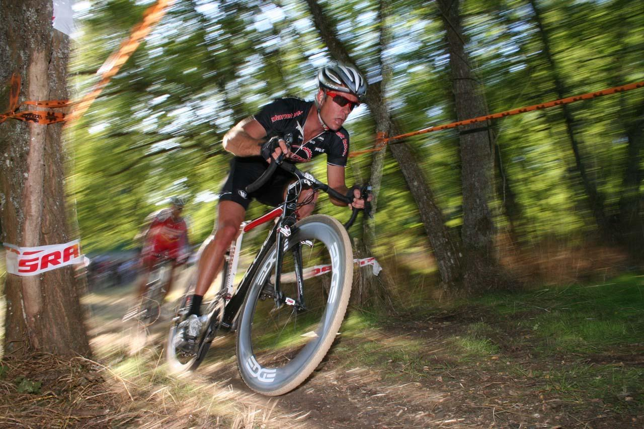 Jonathan Page racing the Rad Racing GP at Steilacoom in 2009. © A. Yee / Cyclocross Magazine