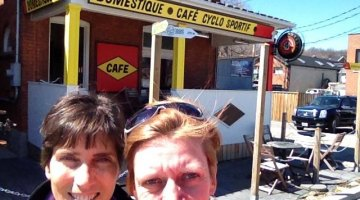 Selfie in front of Cafe Domestique! © Christine Vardaros